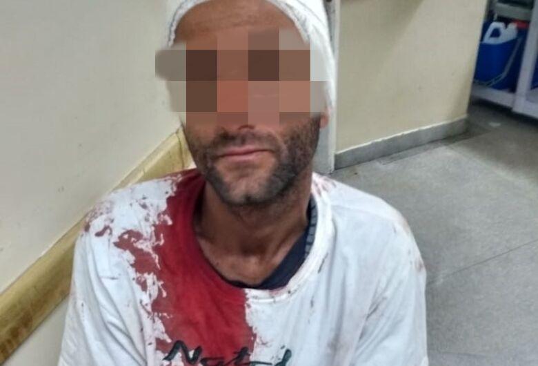 Após bater na esposa e em uma criança de 9 anos, homem é agredido por populares