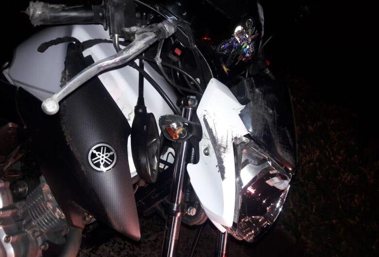 Casal fica ferido após sofrer queda de moto na Washington Luiz
