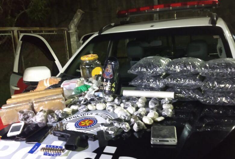 PM encontra grande quantidade de drogas em residência do Monte Carlos
