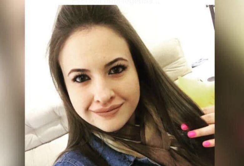 Aline Saladini continua em coma e respira com a ajuda de aparelhos, diz irmão
