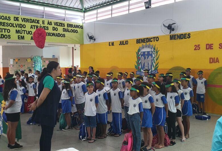 """E.M. """"Julio B. Mendes"""", em Ibaté, celebra Dia da Independência do Brasil"""
