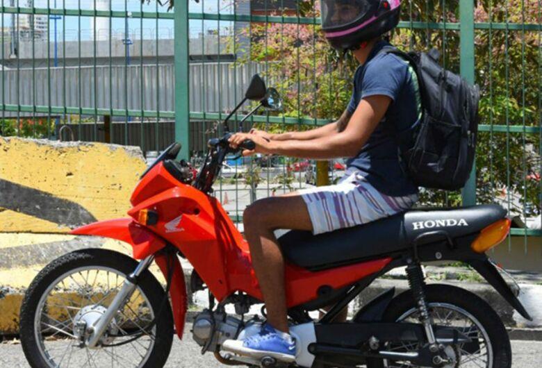 """CNH: fim da exigência de simulador e de aulas para moto """"cinquentinha"""" entram em vigor"""