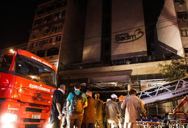 Incêndio em hospital no Rio deixa pelo menos dez mortos