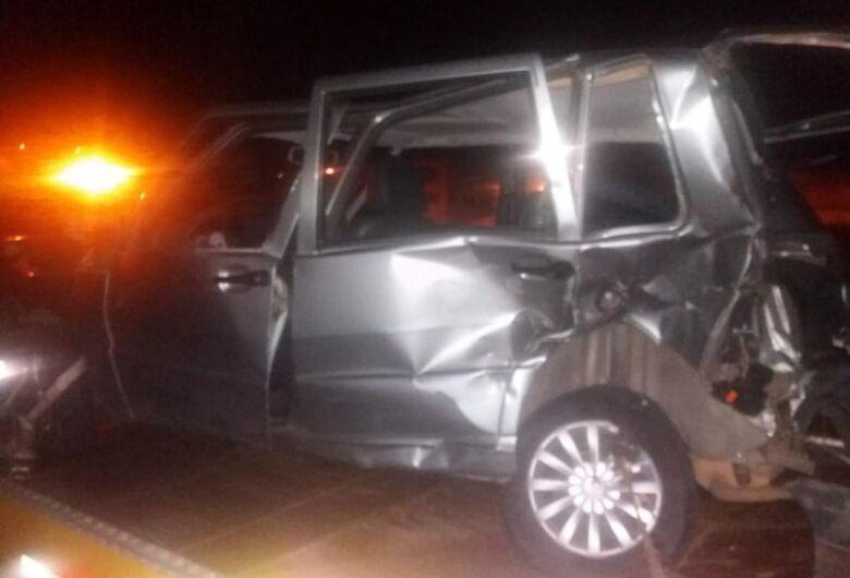 Motorista de 72 anos morre após transitar na contramão e bater em dois carros na Anhanguera