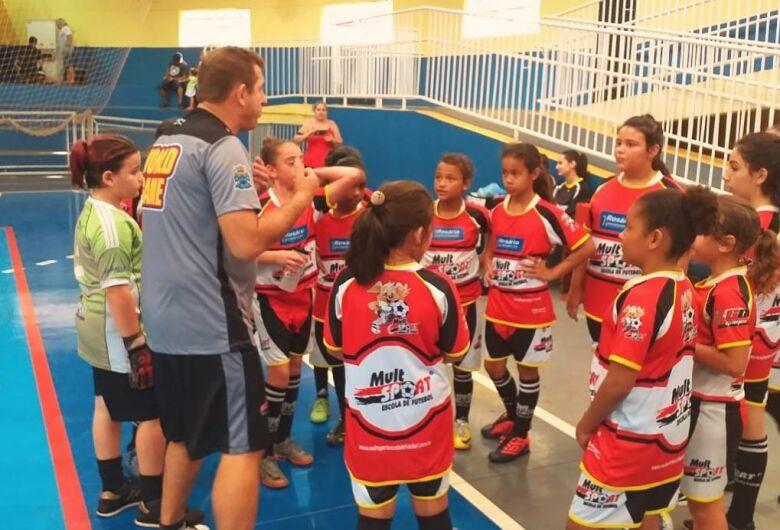 Jogadoras da Mult Sport disputam amistosos de futebol feminino