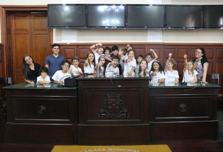 Alunos do ensino fundamental participam do Visite a Câmara