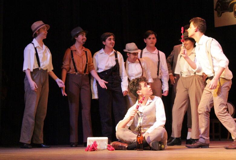 """""""Beco dos Gatos"""" e """"O Amor de Romeu e Julieta"""" serão apresentados no Teatro Municipal"""