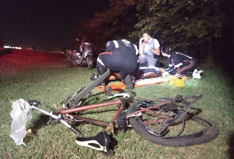 Moto atinge ciclista na Rodovia Washington Luiz