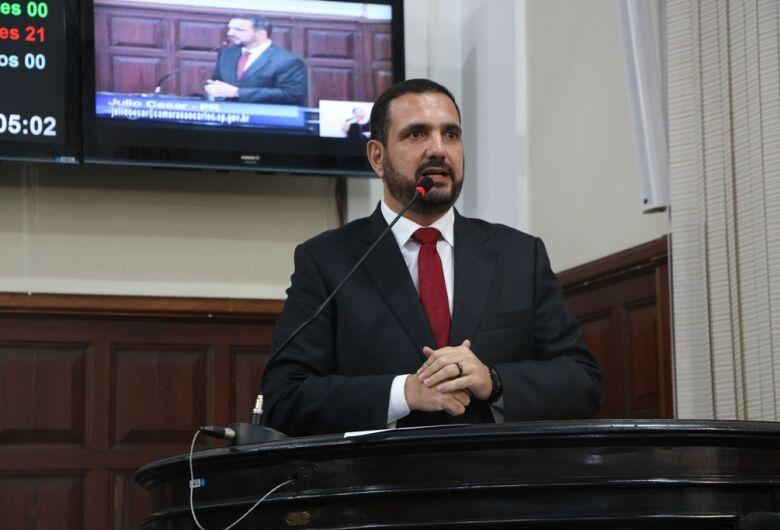 Julio Cesar questiona falta de psicólogos e psiquiatras na rede municipal