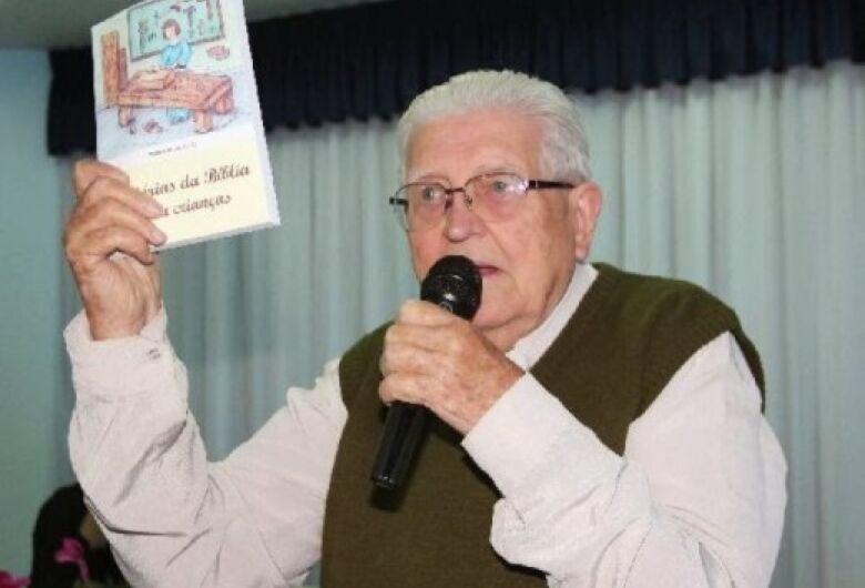Livro do monsenhor Luiz Cechinato ensina os valores da vida: amor, justiça e verdade