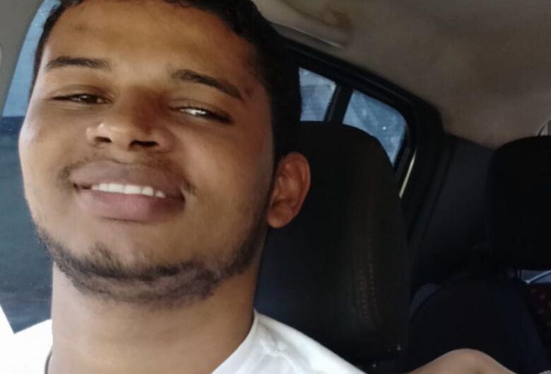 Com filho no colo, homem é baleado por assaltantes e morre em Rio Claro