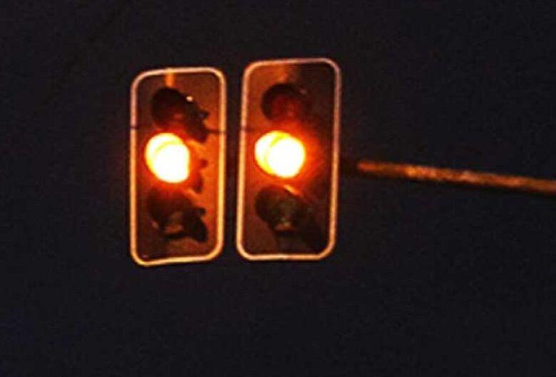 Semáforos da avenida Getúlio Vargas vão operar no amarelo intermitente a partir de sábado