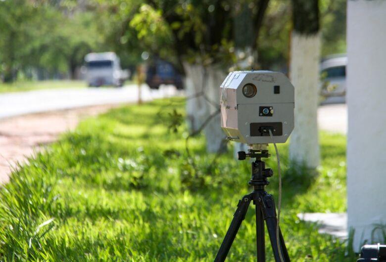 Confira a localização dos radares e equipes de tapa-buraco nesta segunda-feira