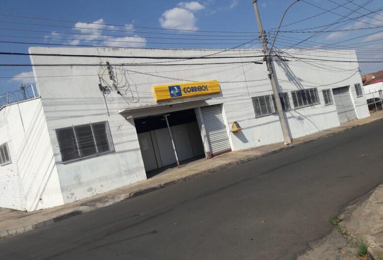 Funcionários dos Correios paralisam atividades em São Carlos