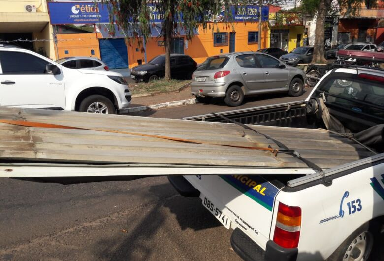 Ladrão é detido após furtar telhas de barracão abandonado