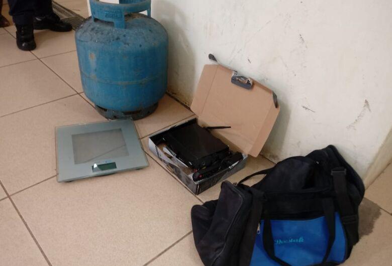 Morador de rua é flagrado com objetos de origem suspeita na Vila Pureza