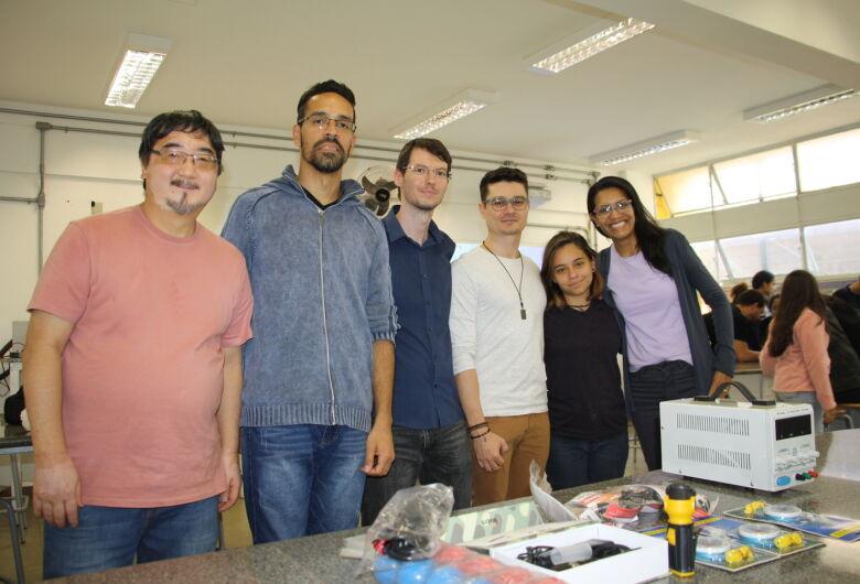 Escola de São Carlos recebe do IFSC/USP materiais para laboratório