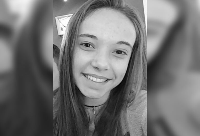 Adolescente de 17 anos que sofre de transtorno bipolar está desaparecida