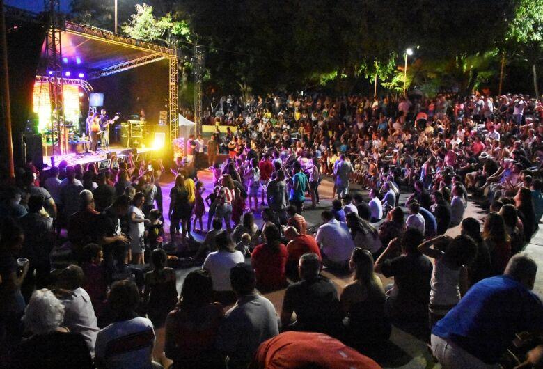 Circuito Arena: público lota Parque do Bicão para assistir Vinil 78