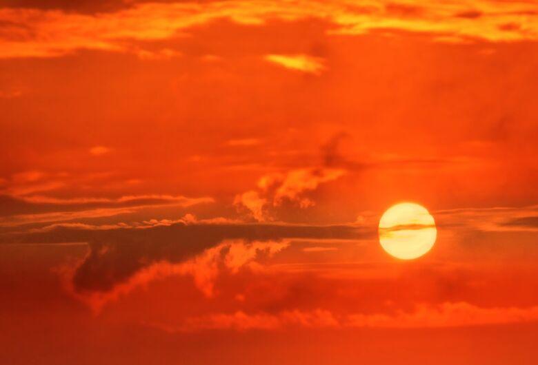 Sol volta a predominar e final de semana será de calor