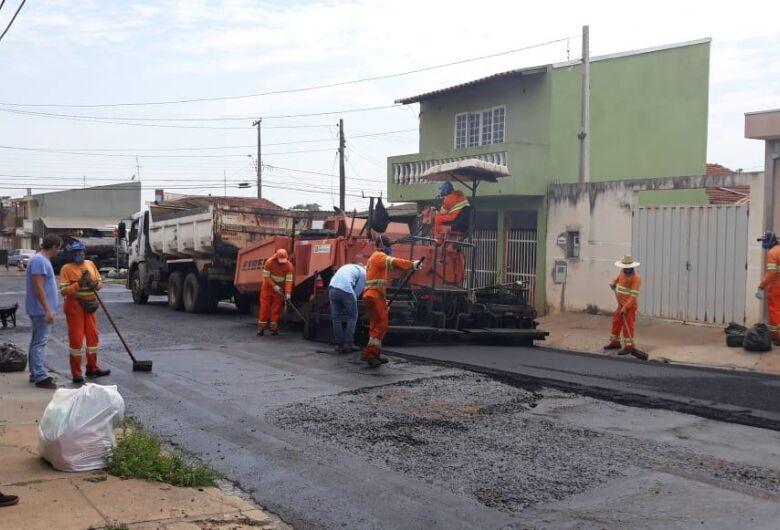 Malabim acompanha e fiscaliza os serviços de recapeamento no Tangará e Douradinho