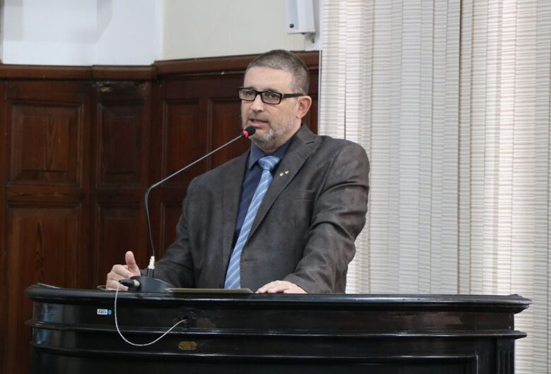 Edgard Andreazi Moreira assume mandato na Câmara