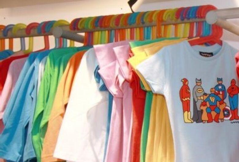 Ladrão entra em loja de roupa infantil e furta dinheiro