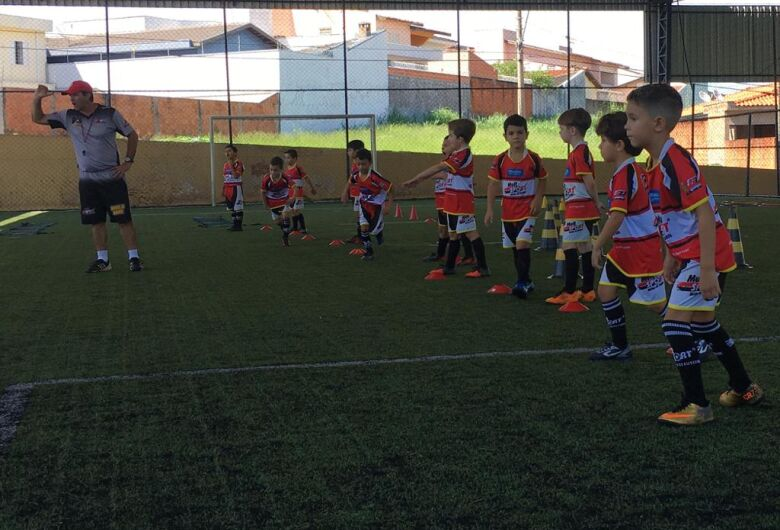 Atletas do baby foot treinam de olho no interno da Mult Sport