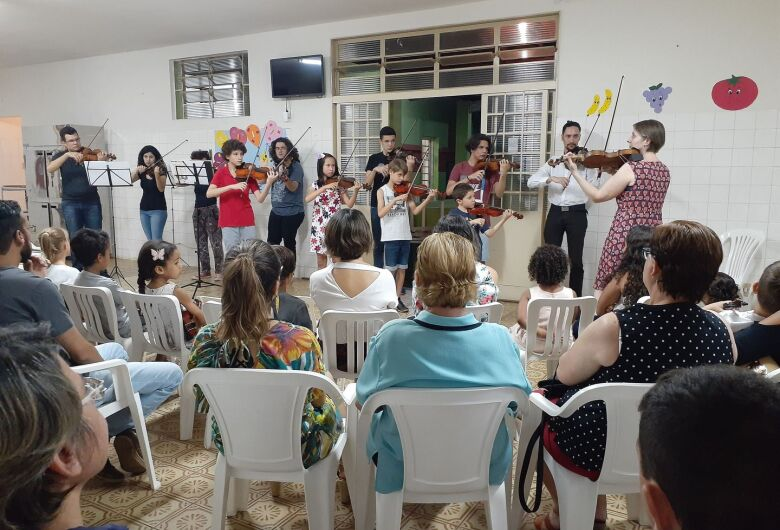 Creche Padre Teixeira passa a ter sala de musicalização para crianças