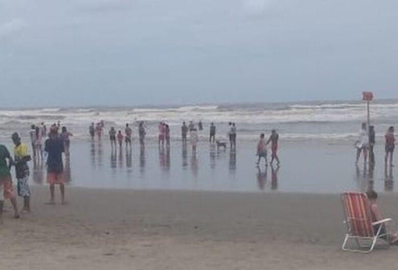 Enquanto se divertia com a namorada, turista desaparece no mar em Praia Grande