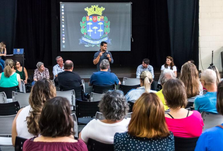 Roselei cobra Prefeitura sobre jornada de trabalho dos professores ACT's