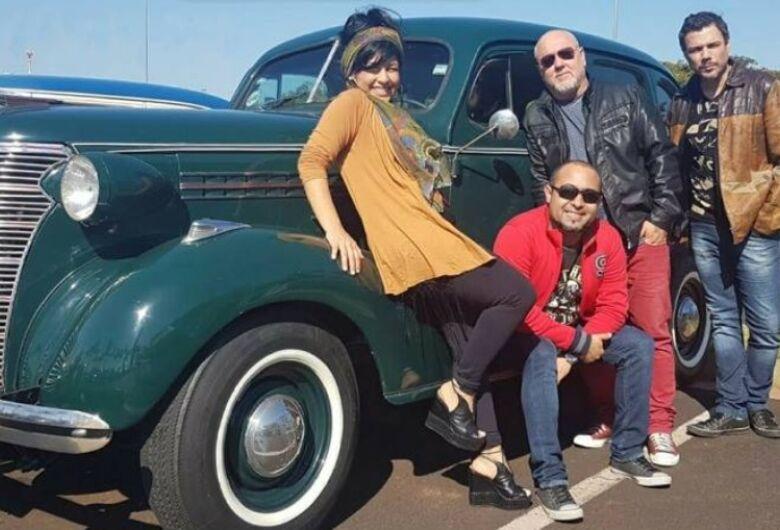 Banda Vinil 78 leva o melhor dos anos 60, 70, 80 e 90 ao Parque do Bicão neste domingo