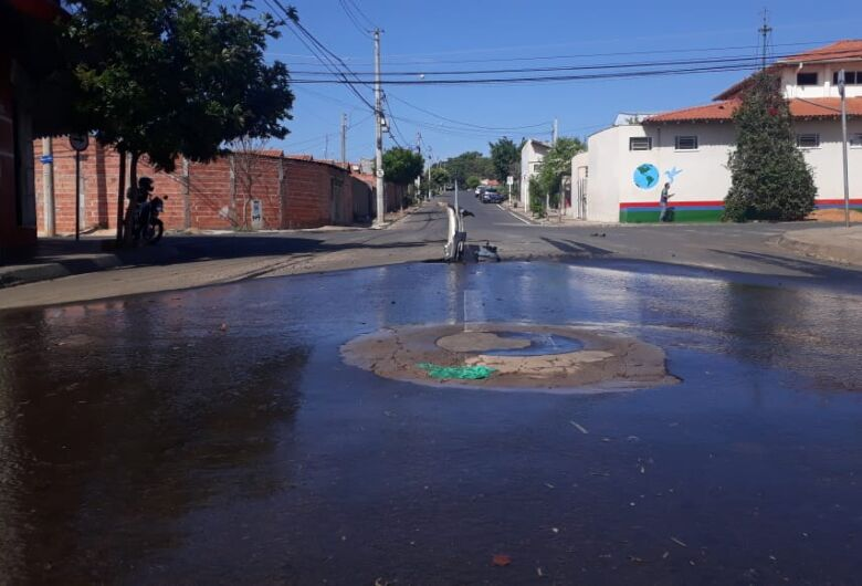 Vazamento provoca grande desperdício de água no Zavaglia