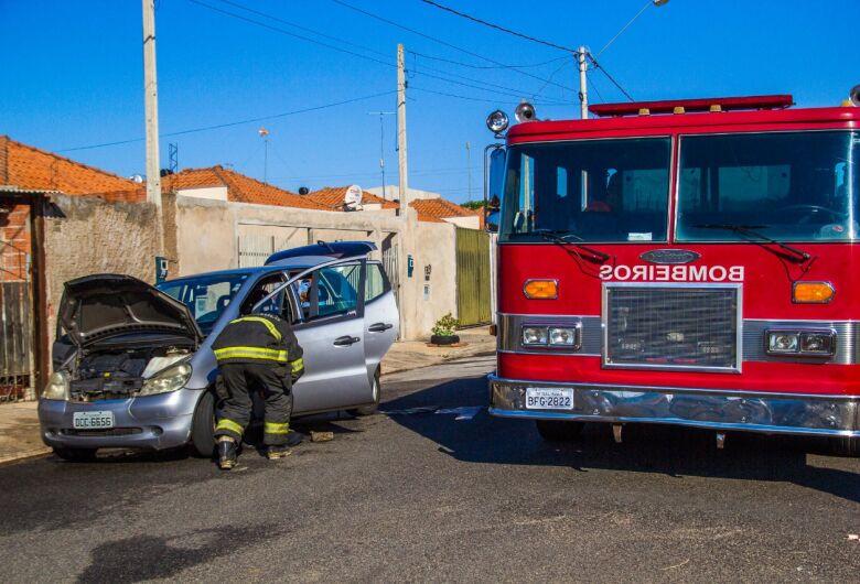 Carro pega fogo no Eduardo Abdelnur