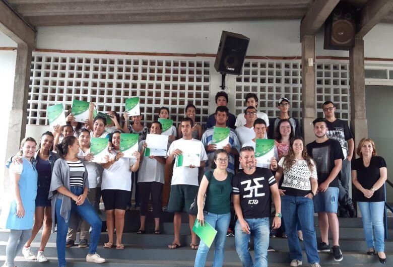 IFSP São Carlos e Apae comemoram conclusão de curso para alunos com deficiência intelectual
