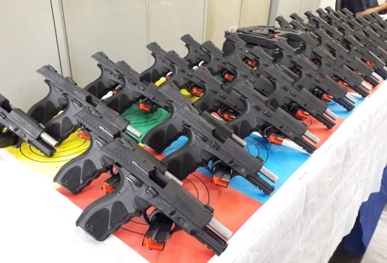 Em solenidade, 50 armas são entregues para a Guarda Municipal