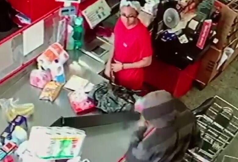Bandido solitário assalta supermercado no Jardim Santa Paula
