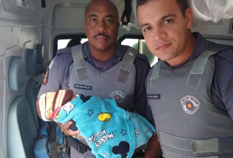 Mãe abandona bebê recém-nascido em mata