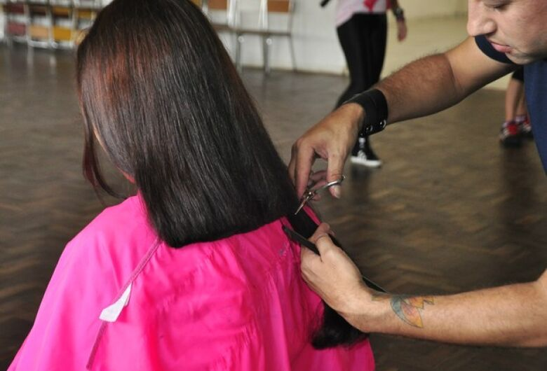 Poupatempo arrecada mechas de cabelo para pacientes com câncer