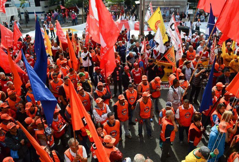 Servidor que se afastar do trabalho para ir a eventos sindicais terá de compensar horas