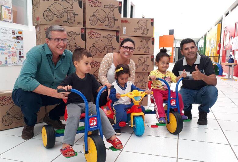 Triciclos adquiridos com emenda do vereador Edson Ferreira são entregues em Cemei no Novo Mundo