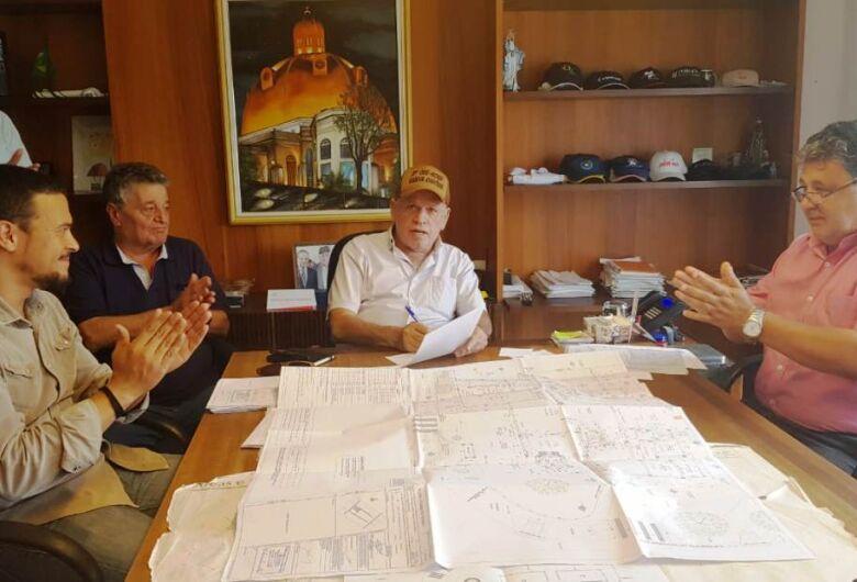 Airton Garcia vai construir creche no Jardim Zavaglia