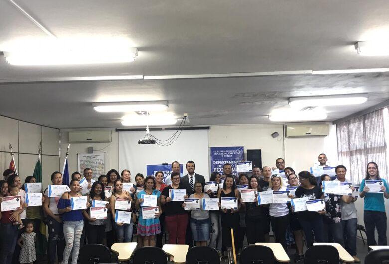 Vereador Rodson participa de entrega de certificados de cursos profissionalizantes
