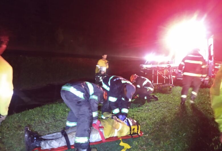 Acidente deixa duas pessoas feridas na Rodovia Washington Luís