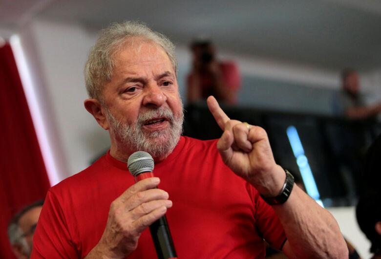 Após decisão do STF, juiz manda soltar Lula