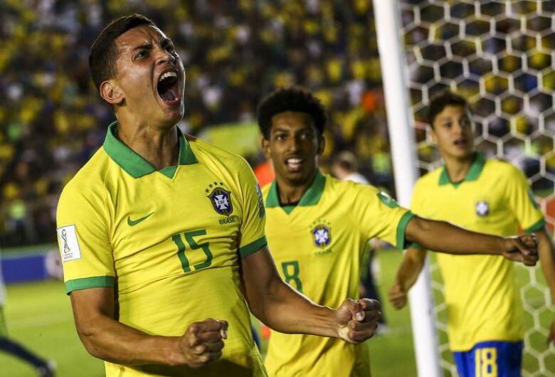 Globo transmite final da Copa do Mundo Sub-17; seleção brasileira é treinada por técnico são-carlense