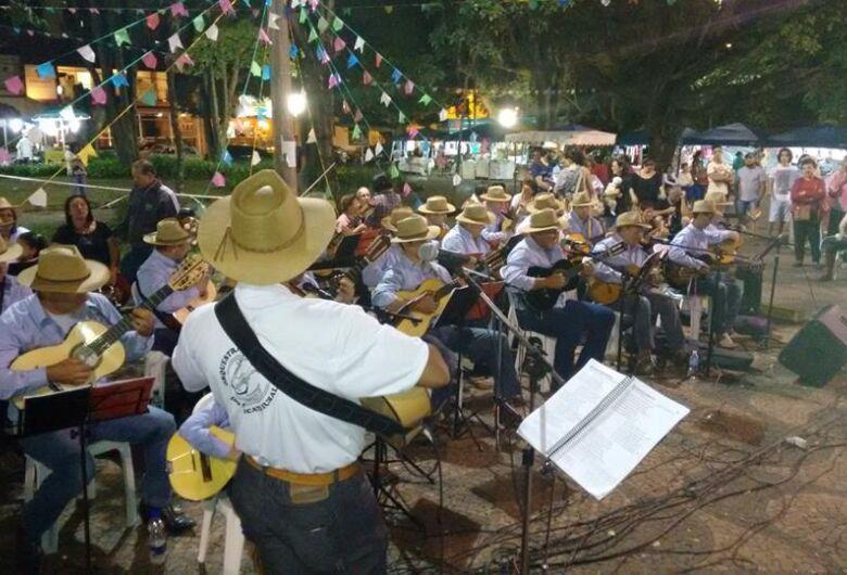 Domingo (1º) tem apresentação da Orquestra de Violeiros na Praça XV