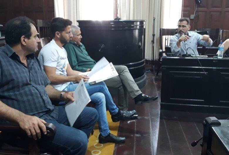 Sérgio Rocha busca explicações sobre medicamentos vencidos e morosidade na rede de saúde
