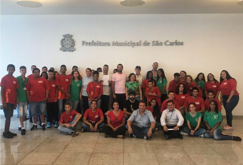 Vereador Rodson acompanha alunos do Ceja em visita ao prefeito Airton Garcia