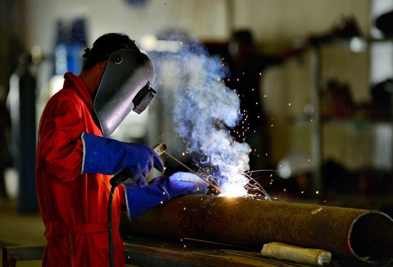 Novotec Móvel abre 60 vagas do curso de soldador para alunos do ensino médio